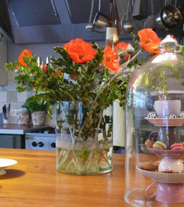 veraderlocatie rotterdam - macarons en keuken op de achtergrond